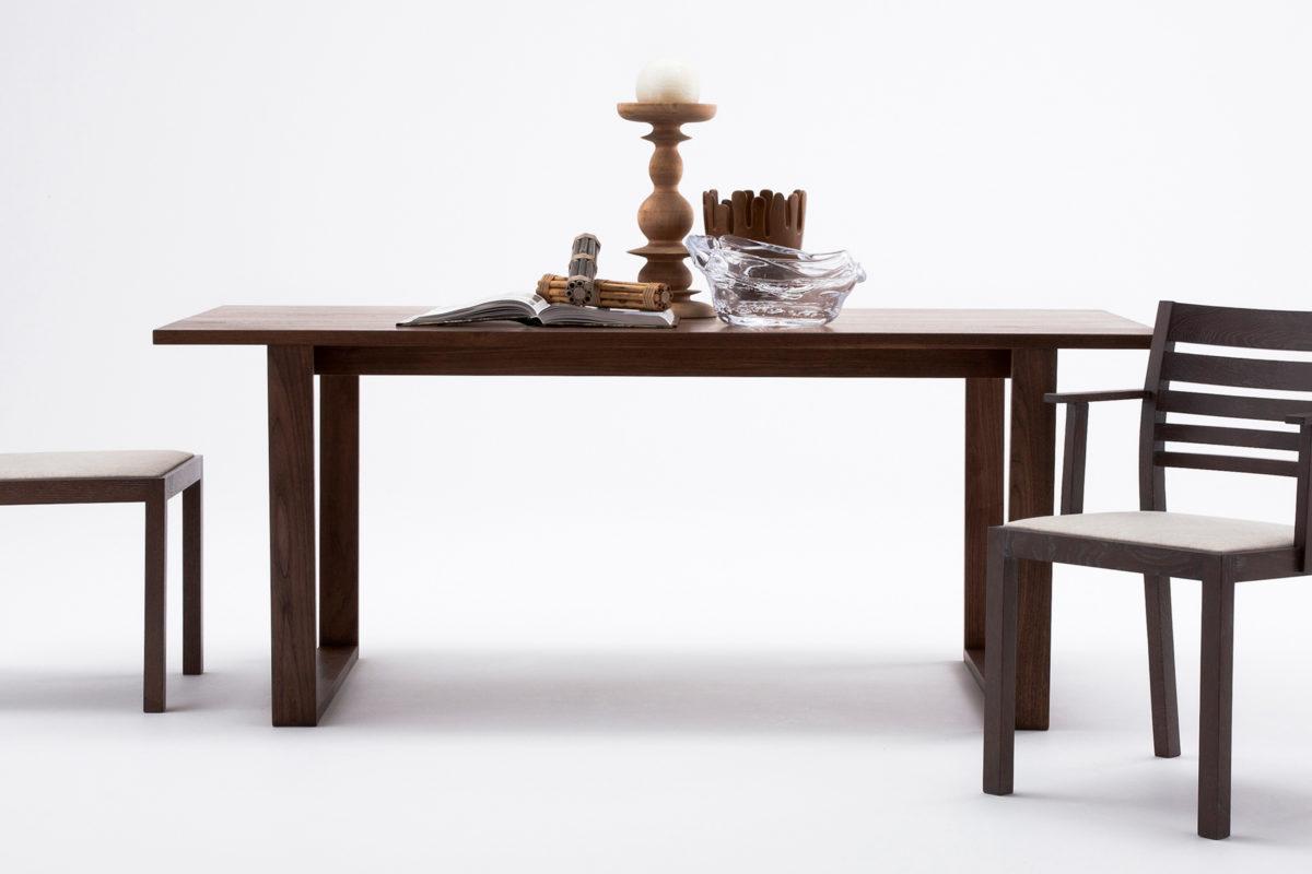 Alato dining table
